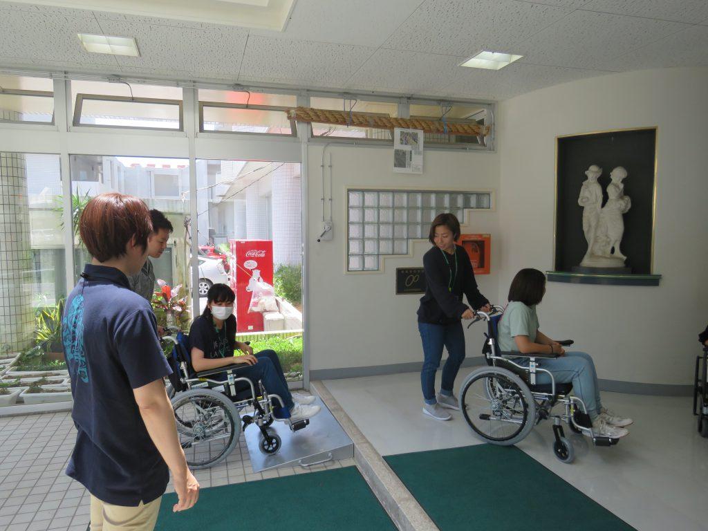 作業療法学科 車椅子体験
